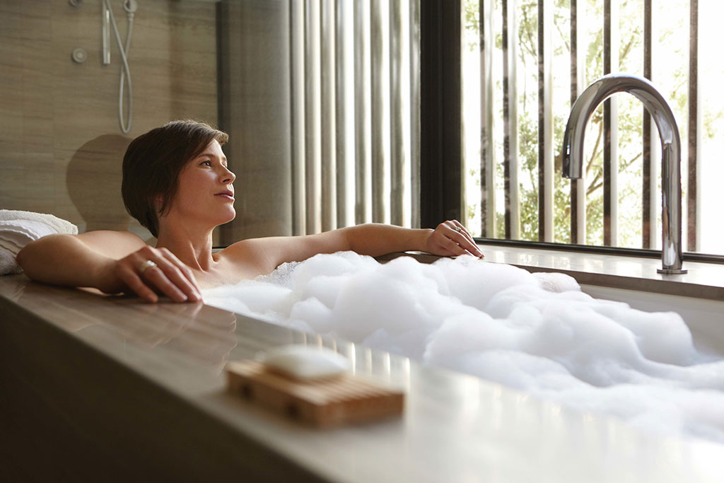 Saffire Freycinet - East Coast Tasmania - Bathtubs with a view